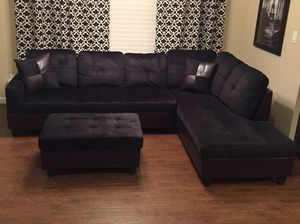 BRAND NEW sectional couch black Include two pillows and ottoman on original packaging NEW Delivery for Sale in Vancouver, WA