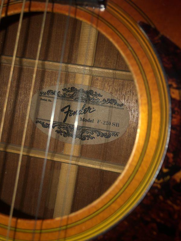 Fender F-220-SB guitar practically brand new