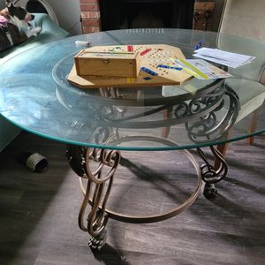 Table W/4 Chairs for Sale in Lacey, WA