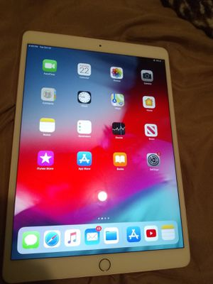 iPad pro 64 gigs Rose Gold for Sale in Darien, CT