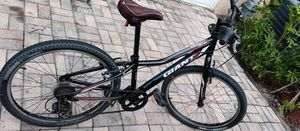 24in GIANT, UNISEX BIKE, GOOD CONDITION, CLD. USE A BRAKE ADJUSTMENT for Sale in Tamarac, FL