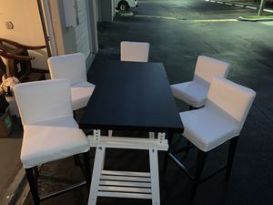 Dining table with 5 bar stools for Sale in Oakland Park, FL
