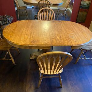 Dinning/Kitchen Oak Table W/Chairs for Sale in Arvada, CO