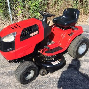 Sears craftsman lawn tractor 19.5 H P 42 inch deck. Comes with twin baggers , great for fall leaves, new oil change and filter, two new blades , a ne for Sale in Wickliffe, OH