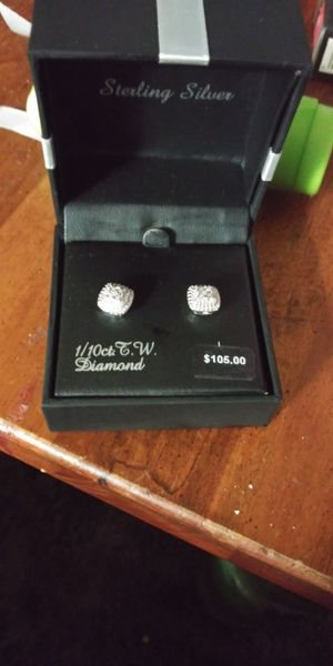 1/10ct diamond earrings for Sale in Bakersfield, CA