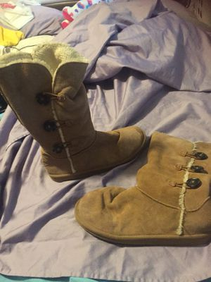 Tan suede boots 15$, Stereo 40, blk bra w/studs for under sheer shirt, 2 nice lamps, maternity bra S, peppas house, King size quilted blanket $20 for Sale in Tampa, FL