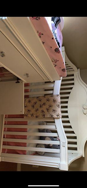 Crib with mattress and changing table for Sale in Redlands, CA