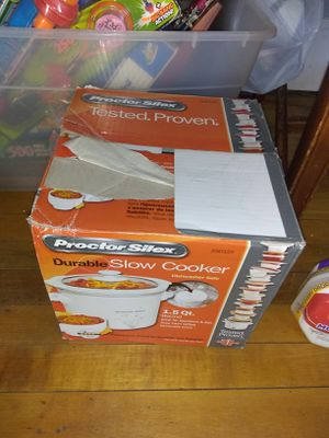 Small crock pot for Sale in Worcester, MA