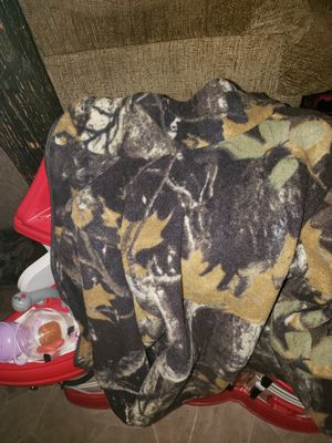 Size 8 kids camo Columbia for Sale in Quincy, IL