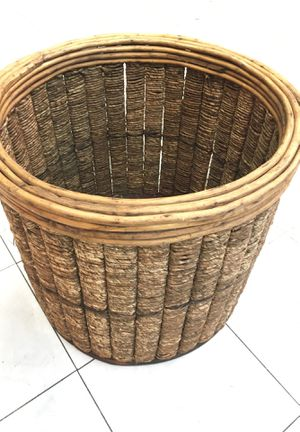 Plant / tree. Pot rattan and bamboo for Sale in Garden Grove, CA