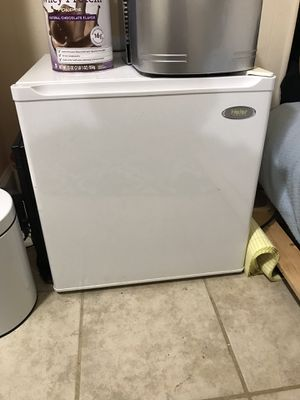 Mini fridge. Works perfectly. 35$ for Sale in Fairfax Station, VA