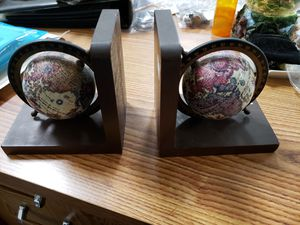 Vintage wood globe Bookends for Sale in Upland, CA