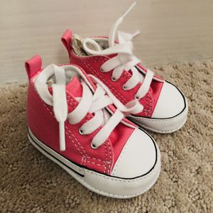 (NEW) Chuck Taylor First Star INFANT HIGH TOPS for Sale in Stuart, FL