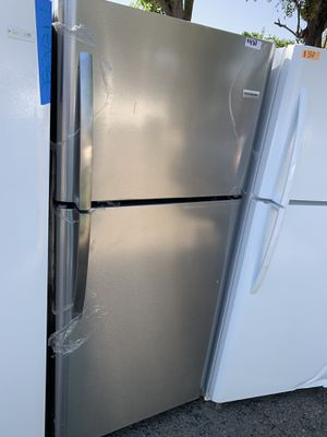 Frigidaire stainless steel top freezer. refrigerator for Sale in Corona, CA