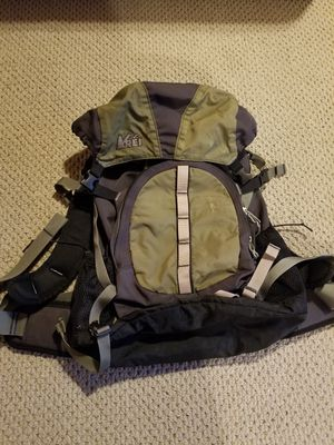 REI Multi-pocket green backpack for Sale in ROXBURY CROSSING, MA