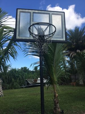 Basketball hoop adjustable height (Used!) for Sale in Miami, FL