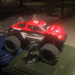 Snap-on Traxxas Xmaxx 8s for Sale in Naperville,  IL