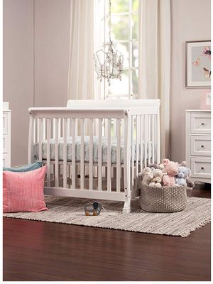 "DaVinci ""Kalani"" 2-n-1 Mini Crib & toddler bed for Sale in South Riding, VA"