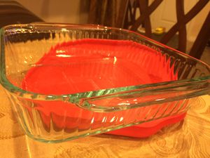 """PYREX Square Glass 8"""" x 8"""" 2 Qt. Cookware with Handles and Red Snap Lid for Sale in Santee, CA"""
