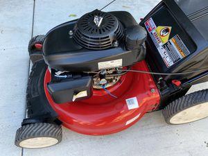 Lawn mower HONDA works like new. for Sale in Riverside, CA
