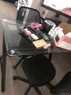 Nail supplies , desk and chairs for Sale in Fresno, CA