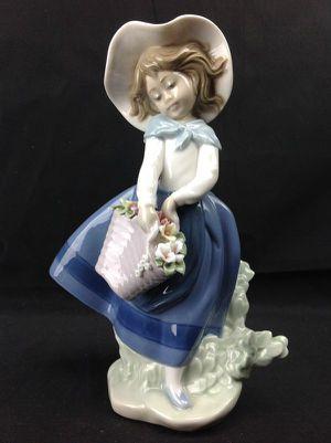Mint - LLADRO Pretty Pickings #5222 Figurine for Sale in Largo, FL
