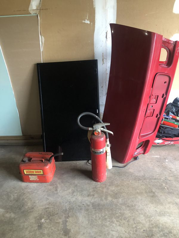 Tv, vintage gas can and fire extinguisher from the 60's and Honda Civic coupe 96-02 trunk