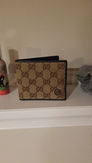 Gucci walet for Sale in Woodbine, MD
