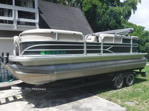 2017 Pontoon Boat, 20' Party Barge, Sun Tracker, 90hp Mercury & 2003 Dodge Truck for Sale in Pompano Beach, FL