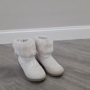 Toddler girl's boots size 13 for Sale in New Port Richey, FL