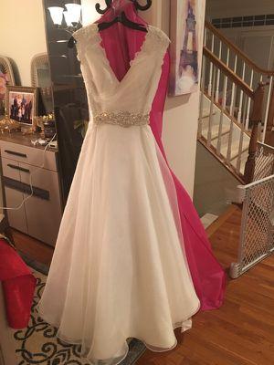 Very nice wedding dress !! for Sale in Fairfax, VA