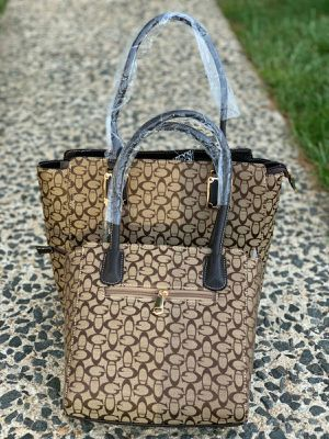 New beautiful women handbags for Sale in Annandale, VA