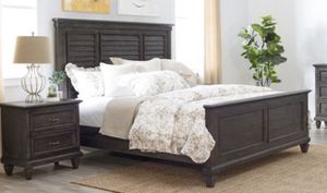 King bed frame and 2 night stands for Sale in Miami, FL