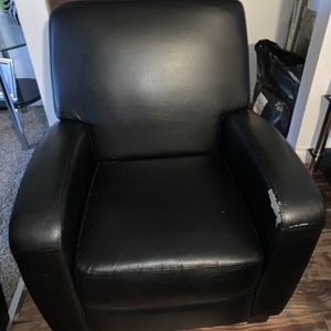Black Recliner Non Leather for Sale in Gresham, OR