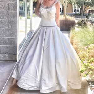 Brand New Wedding Dress - Size 8 for Sale in Scottsdale, AZ