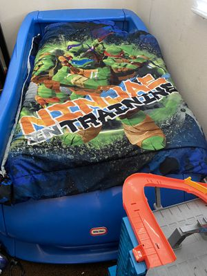Free Car bed with twin mattress for Sale in Fontana, CA