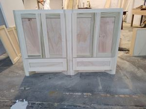 Kitchen cabinets and vanity for Sale in Houston, TX