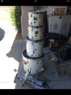 Ludwig Drum Set and hardware w/o cymbals or stool. for Sale in Phoenix, AZ