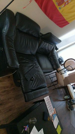 Reclining leather couch and futon (don't send checks please) for Sale in Pembroke Pines, FL