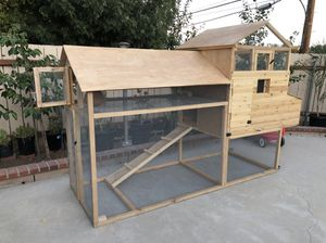 Chicken coop plus bird cage on top for Sale in Los Angeles, CA