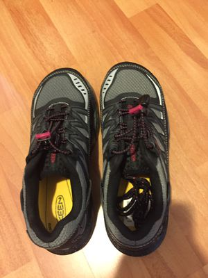 Women's Keen hiking shoes. Brand New! Size 7 for Sale in Hawthorne, CA