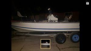I have a 95 21 footer center console boat with a 85 motor for Sale in Alvin, TX