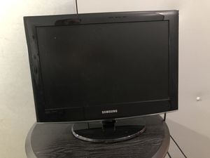 "Small 19"" Samsung TV. Perfect for a second computer monitor. for Sale in Madison, WI"