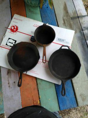 3 cast iron skillet for Sale in Clanton, AL