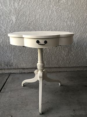 Ornate 3 Legged Accent Table for Sale in Fresno, CA