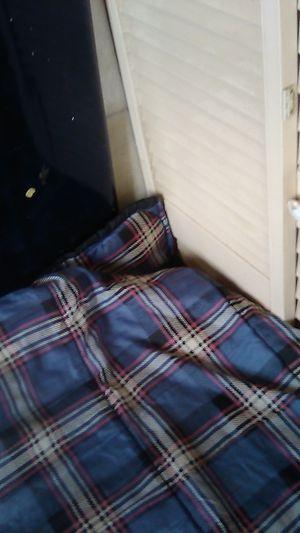 sleepping bags 5 30 bucks for Sale in Apple Valley, CA