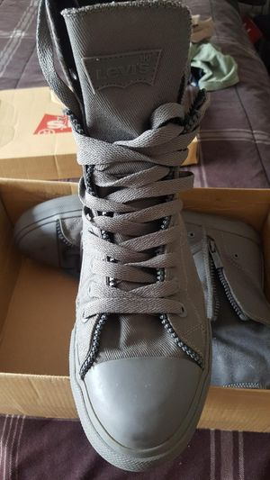 10.5 high/low top canvas Levi for Sale in Tampa, FL