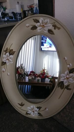 Floral Oval Wall morror for Sale in Yuma, AZ