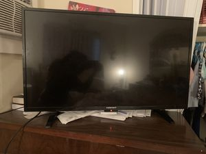 Element fat screen TV 40 inches barely used (not a smart tv) for Sale in Hallandale Beach, FL
