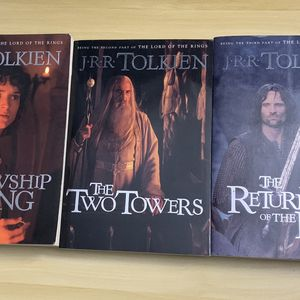 Lord Of The Rings Book Trilogy for Sale in Chicago, IL